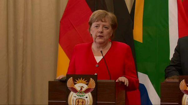 Angela Merkel fordert auf einer Pressekonferenz in Südafrika, die Wahl in Thüringen rückgängig zu machen. 6. Feburar 2020