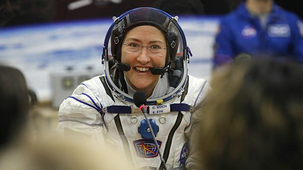 کریستینا کوک، فضانورد ناسا رکورد ماندن یک زن در فضا را شکست