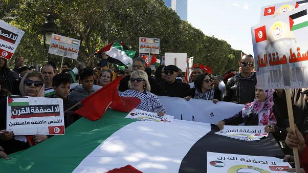"""تونسيون يتظاهرون وسط العاصمة تونس ضد خطة """"صفقة القرن"""""""
