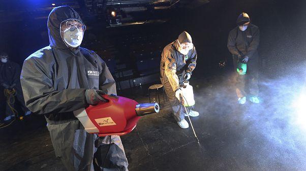 شاهد: تعقيم وتطهير الشوارع بمدينة ييتشانغ الصينية لاحتواء انتشار فيروس كورونا