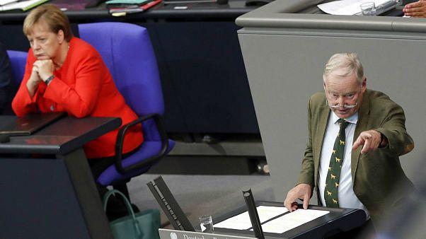 تابوشکنی در سیاست آلمان؛ مرکل ائتلاف با راست افراطی را نکوهش کرد