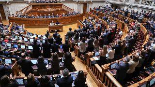 Deputados do Partido Socialista (PS) aplaudem a aprovação do Orçamento do Estado MIGUEL A. LOPES/LUSA