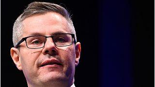 وزير المال الاسكتلندي يعلن استقالته بعد اتهامه بالتحرش بمراهق عبر الانترنت