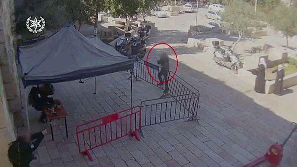 شاهد: فلسطيني يفتح النار على الشرطة الإسرائيلية في القدس