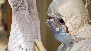 Çin'de koronavirüs salgınını erkenden uyarmaya çalışan doktor hayatını kaybetti