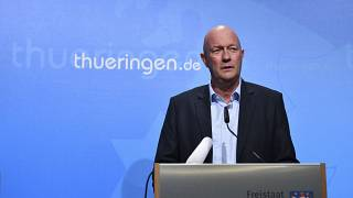 Thomas Kemmerich cede à pressão e afasta-se do cargo de líder regional da Turíngia