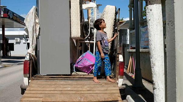 Niño en un camión de mudanzas en Puerto Rico