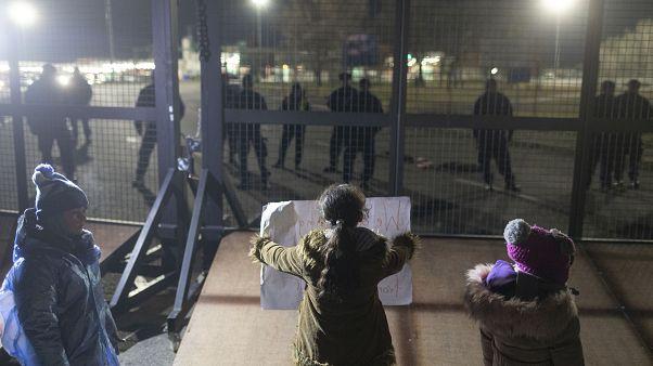 Дети мигрантов хотят в Венгрию