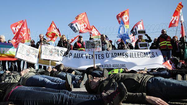 Fransız limanında Suudi bandıralı gemiye silah yüklenildi, aktivistler protesto etti