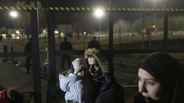صربيا تعيد مئات المهاجرين إلى مراكز اللجوء بعد وصولهم إلى الحدود مع المجر
