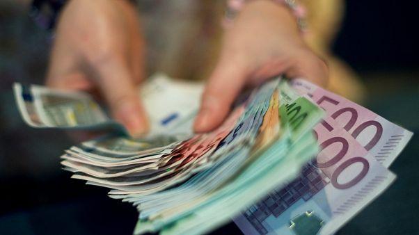 339,3: újabb történelmi mélyponton a forint