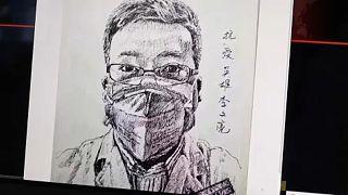 Ira en China tras la muerte del doctor que alertó del 'coronavirus de Wuhan'