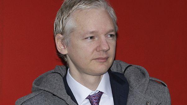 #euroviews : une pétition pour Assange, un mimosa précoce, Almodovar en quête d'un 3ème Oscar