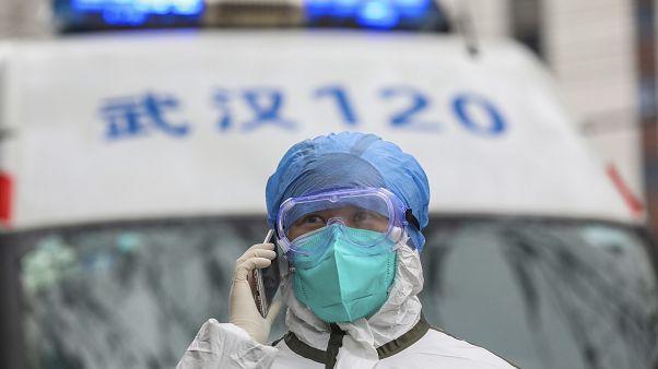 Koronavirüs salgını: Çinli sağlık çalışanlarının 'maske çilesi' sosyal medyanın gündeminde
