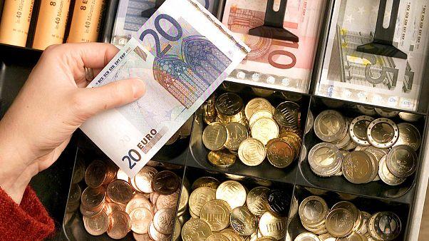 Elérte a 340 forintos szintet az euró