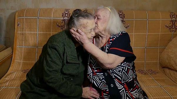 شاهد: شقيقتان روسيتان يتقابلان لأول مرة منذ 78 عاماً بعدما فرقتهما الحرب العالمية