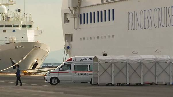 Coronavirus : ce navire de croisière est mis en quarantaine au Japon
