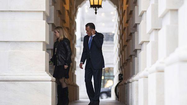 السناتور الجمهوري رومني في عزلة عقب تصويته ضد ترامب
