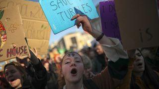Jovens marcham pelo clima e pedem mais medidas aos políticos