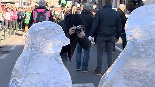 """""""Klimagerechtigkeit - jetzt"""" - 2000 junge Menschen ziehen durch Brüssel"""