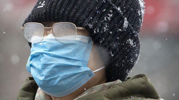 Une femme porte un masque à Pékin, le 3 février 2020 / Chine