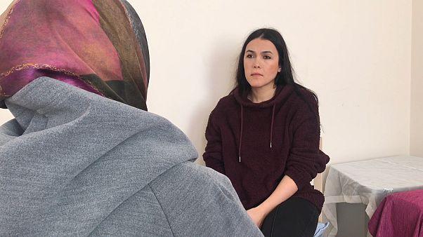 Bebeği ile cezaevinde kalan anne yaşadıklarını euronews'e anlattı