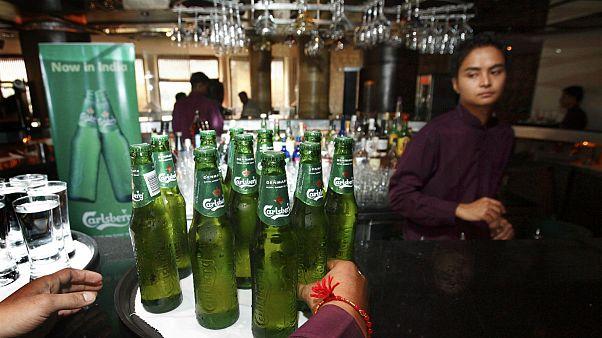 معجونی از نوشیدنیهای الکلی از شیرهای آب یک مجتمع آپارتمانی جاری شد