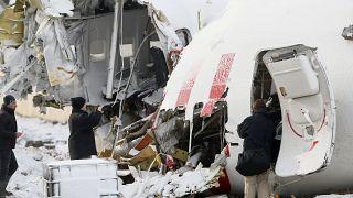 İstanbul Sabiha Gökçen Havalimanı'nda pistten çıkan uçakta inceleme yapılıyor