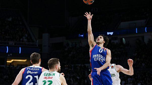 Basketbolda THY Avrupa Ligi Anadolu Efes kadrosunda basketbolcu Shane Larkin