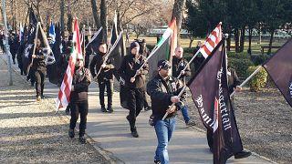 200 méterről néztek farkasszemet egymással a szélsőjobboldali és az antifasiszta felvonulók