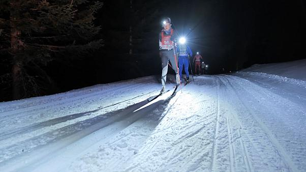 ویدئو؛ اسکی مقاومت در شب مهتابی
