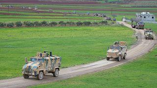 Türk Silahlı Kuvvetleri (TSK), komando, mühimmat ve askeri araçların yer aldığı konvoyu sınır birliklerine sevk etti.