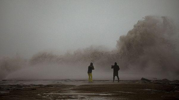 على شواطئ برشلونة في كانون الثاني/يناير الفائت خلال يوم عاصف