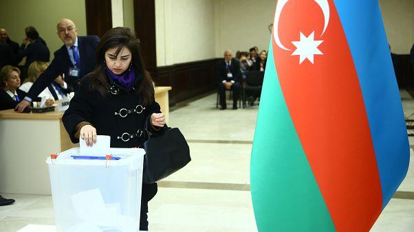 Azerbaycan'da, milletvekili seçimi için oy kullanma işlemi başladı