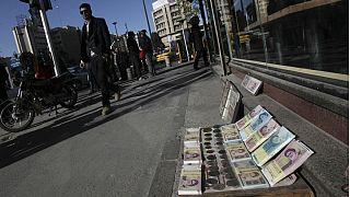 سقوط ۱۵ درصدی نرخ ریال در ۴۱ سالگی انقلاب ۵۷؛ صعود ۵۵۰ تومانی دلار آمریکا در بهمن