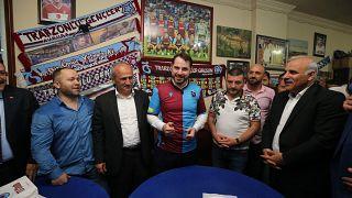 Hazine ve Maliye Bakanı Berat Albayrak Trabzonspor forması ile.