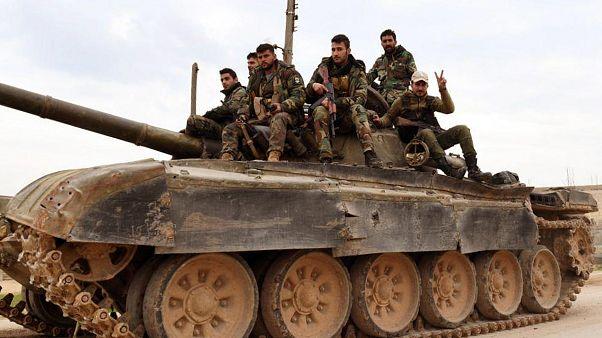 دبابة تابعة للجيش السوري في تل طوقان (إدلب) في الخامس من شباط/فبراير