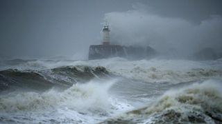 "Ураган ""Сиара"" наступает на Европу"