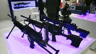 Birleşik Arap Emirlikleri'ndeki silah fuarına görücüye çıkan Belçika yapımı silahlar