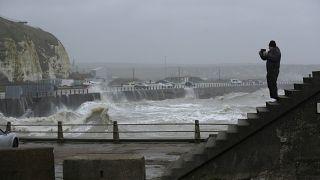 هشدار به ساکنان غرب و شمال غربی اروپا؛ طوفان ویرانگر کیارا رسید