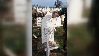 من فيديو يظهر عملية نبش قبر في بلدة خان السبل في إدلب
