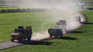 Türk Silahlı Kuvvetlerince, İdlib'deki gözlem noktalarına tank, zırhlı askeri ambulans ve zırhlı personel taşıyıcı (ZPT) sevk edildi.