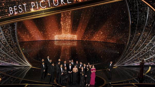 """Триумфатором """"Оскаров"""" стал южнокорейский фильм """"Паразиты"""""""