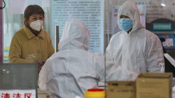 Çin'de yeni koronavirüs salgınından ölenlerin sayısı 909'a yükseldi