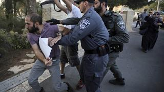 Sorguda işkenceye uğradığı iddia edilen Samir Arbeed'in yattığı hastane önünde eylem yapan göstericilere İsrail polisi müdahale etti