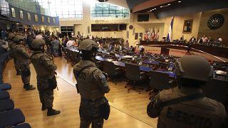 Ελ Σαλβαδόρ: Εισβολή στρατιώτων για να πιέσουν την βουλή να εγκρίνει...δάνειο!