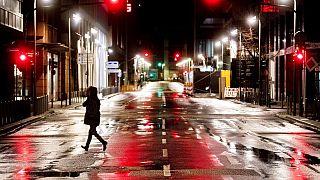 Menschenleere Straßen am Montagmorgen in Frankfurt.