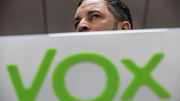 Imagen de archivo. Santiago Abascal, líder de Vox, tras el logotipo del partido