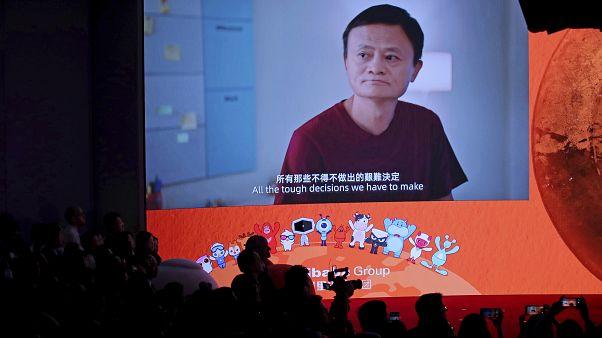 Alibaba Group'un kurucularından Jack Ma Hong Kong Borsası'nda şirketin dinleme seremonisinde