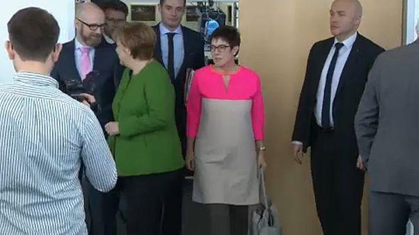 Angela Merkel elfogadta Annegret Kramp-Karrenbauer lemondását